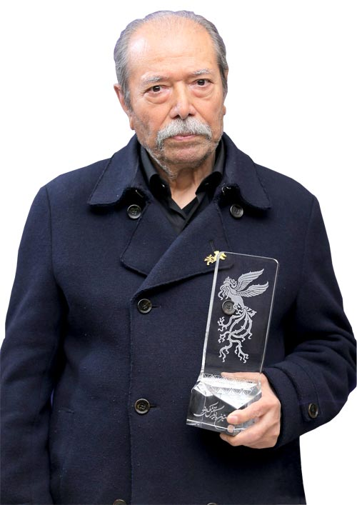 علی نصیریان، برنده سیمرغ بلورین بهترین بازیگر نقش مکمل مرد برای بازی در فیلم «مسخره باز»  /  عکس: سحر محراب بیگی