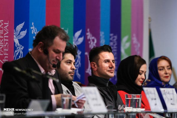ژاله صامتی، مهراوه شریفی نیا، امین حیایی، سیاوش اسعدی و محمود گبرلو در نشست فیلم «درخونگاه»