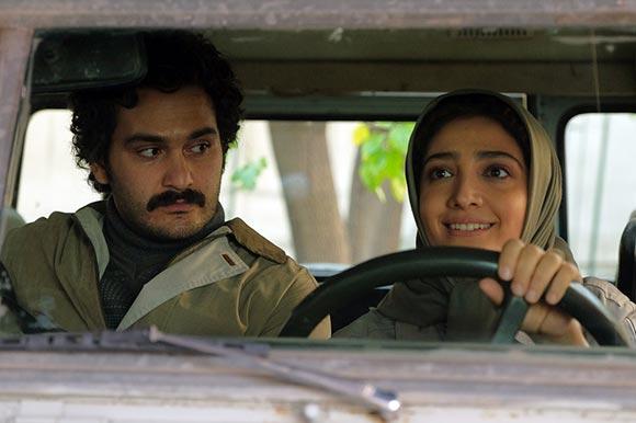 مینا ساداتی و میلاد کی مرام در نمایی از فیلم سینمایی