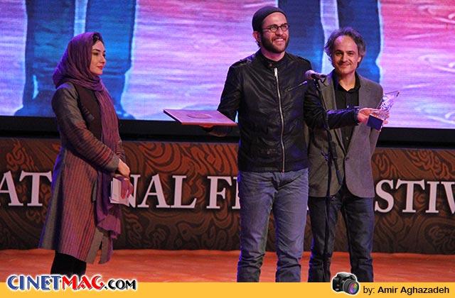 بابک حمیدیان سیمرغ بلورین بهترین بازیگر نقش مکمل مرد  را از پرویز شهبازی و هانیه توسلی برای بازی در فیلم های