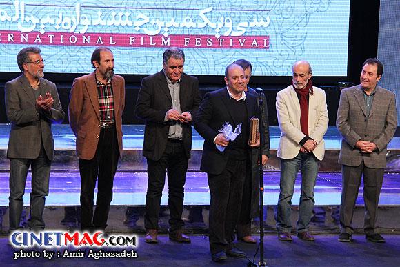 بهنام بهزادی (بهترین فیلمنامه برای فیلم قاعده تصادف) - مراسم اختتامیه سی و یکمین جشنواره فیلم فجر - سالن همایش های برج میلاد - 22 بهمن 91