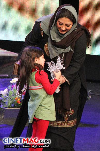 زهرا داوودنژاد به همراه دخترش - مراسم اختتامیه سی و یکمین جشنواره فیلم فجر - سالن همایش های برج میلاد - 22 بهمن