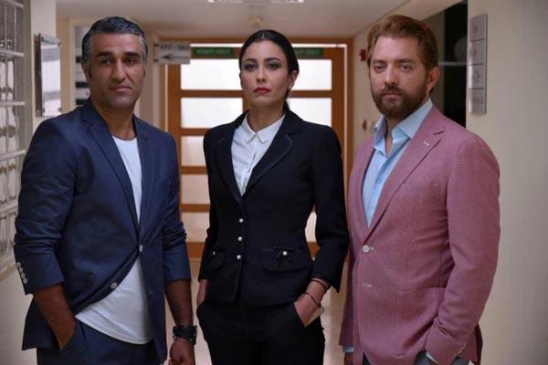 بهرام رادان و پژمان جمشیدی در نمایی از فیلم «ایده اصلی» ساخته آزیتا موگویی