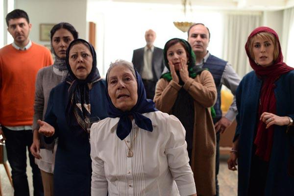 بهناز جعفری، لیلی رشیدی، شیرین یزدان بخش، هدی زین العابدین و محمدرضا غفاری در نمایی از فیلم «جاده قدیم»