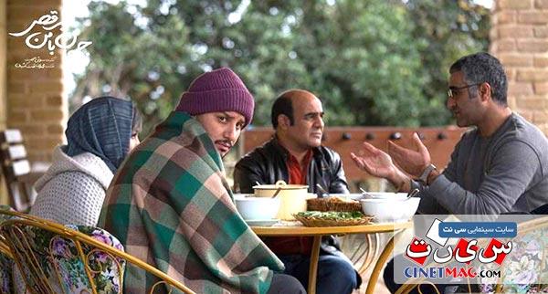 پژمان جمشیدی، سیاوش چراغی پور و جواد عزتی در نمایی از فیلم «جهان با من برقص» ساخته سروش صحت