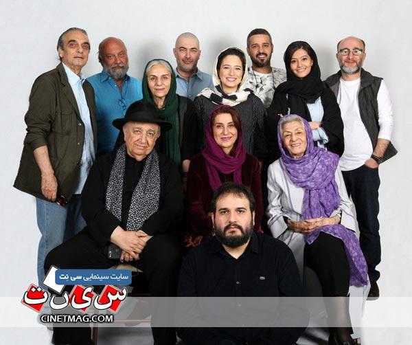 گروه بازیگران فیلم «مجبوریم» همراه با رضا درمیشیان (کارگردان)