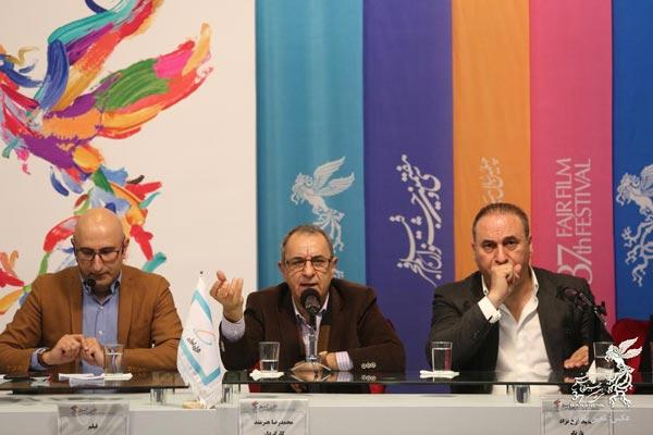 حمید فرخ نژاد، محمدرضا هنرمند و منصور ضابطیان (مجری) در نشست پرسش و پاسخ فیلم «سمفونی نهم»