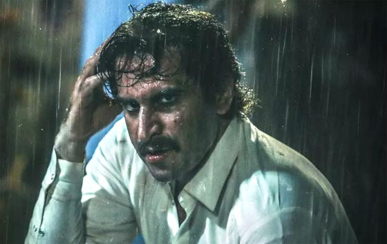هوتن شکیبا در نمایی از فیلم «شبی که ماه کامل شد» ساخته نرگس آبیار