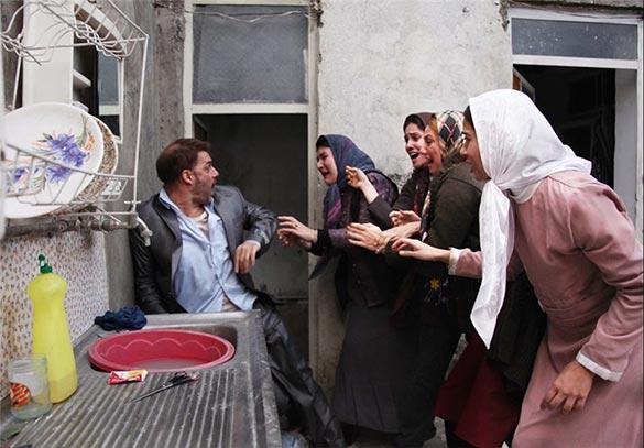 پیمان معادی، ریما رامین فر، شبنم مقدمی و پریناز ایزدیار در نمایی از فیلم سینمایی