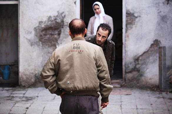 نوید محمد زاده، پیمان معادی و پریناز ایزدیار در نمایی از فیلم سینمایی