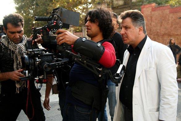 محمد حسین فرحبخش (کارگردان)، روزبه رایگا (فیلمبردار) در پشت صحنه فیلم سینمایی