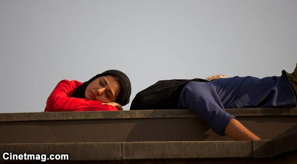 باران کوثری و نوید محمدزاده در نمایی از فیلم