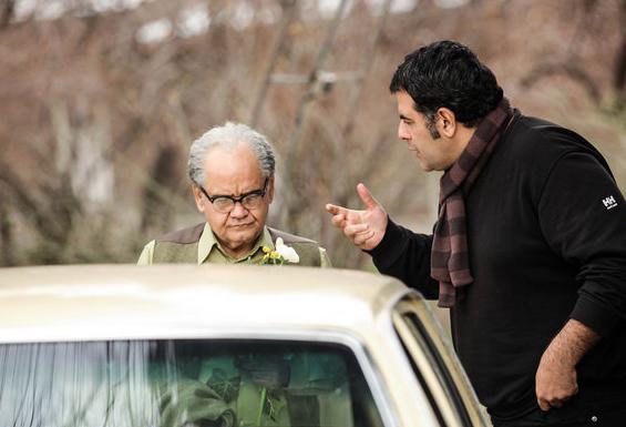 محسن امیریوسفی و اکبر عبدی در پشت صحنه فیلم