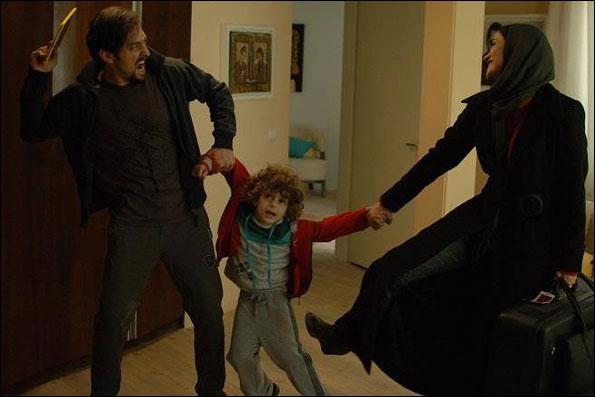 میترا حجار و بهرام رادان در نمایی از فیلم