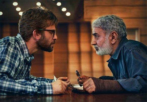 پرویز پرستویی و بابک حمیدیان در نمایی از فیلم سینمایی
