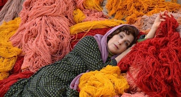 فاطمه معتمدآریا در نمایی از فیلم «بنفشه آفریقایی» ساخته مونا زندی حقیقی