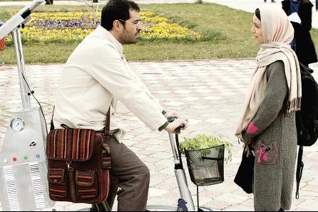 نازنین بیاتی و شهاب حسینی در نمایی از فیلم