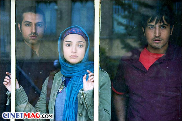 مهرداد صدیقیان، ندا جبرائیلی و اشکان خطیبی در نمایی از فیلم