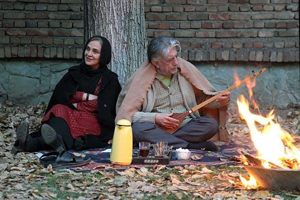 رضا کیانیان و رویا نونهالی در نمایی از فیلم سینمایی «کفشهایم کو؟» به کارگردانی کیومرث پوراحمد