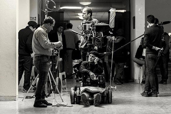 خسرو معصومی در نمایی از پشت صحنه فیلم سینمایی