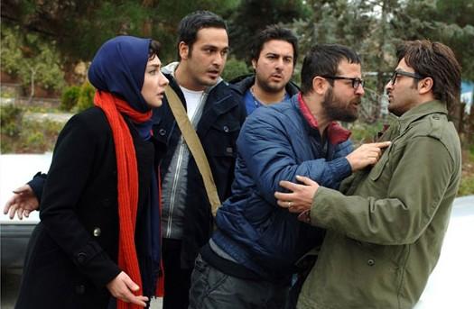 مصطفی زمانی، هومن سیدی، محسن کیایی، میلاد کیمرام و هانیه توسلی در نمایی از فیلم