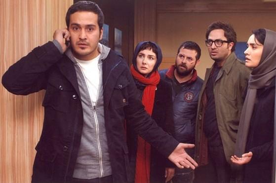 میترا حجار، مصطفی زمانی، هومن سیدی، هانیه توسلی و میلاد کیمرام در نمایی از فیلم