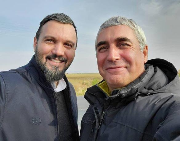 ابراهیم حاتمی کیا و کامبیز دیرباز در پشت صحنه فیلم سینمایی «خروج»