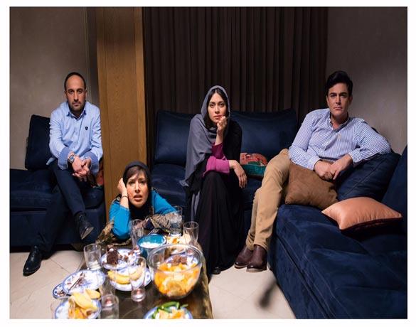 از راست به چپ: محمد رضا گلزار، پگاه آهنگرانی، آیدا کیخانی و علی سرابی در نمایی از فیلم سینمایی