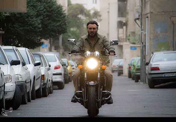 کامبیز دیرباز در نمایی از فیلم سینمایی