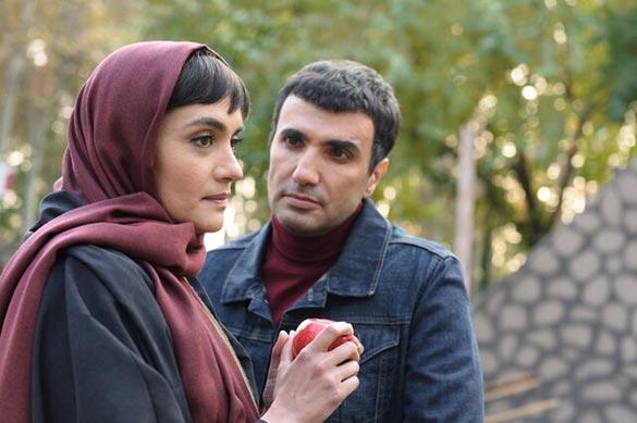 محمدرضا فروتن و میترا حجار در نمایی از فیلم سینمایی «نیلگون»