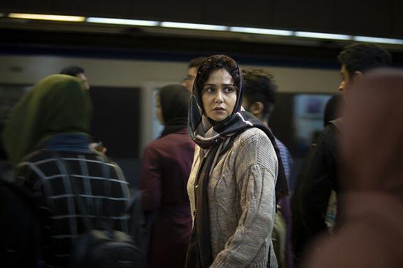 پریناز ایزدیار در نمایی از فیلم سینمایی «مغز استخوان» ساخته حمیدرضا قربانی