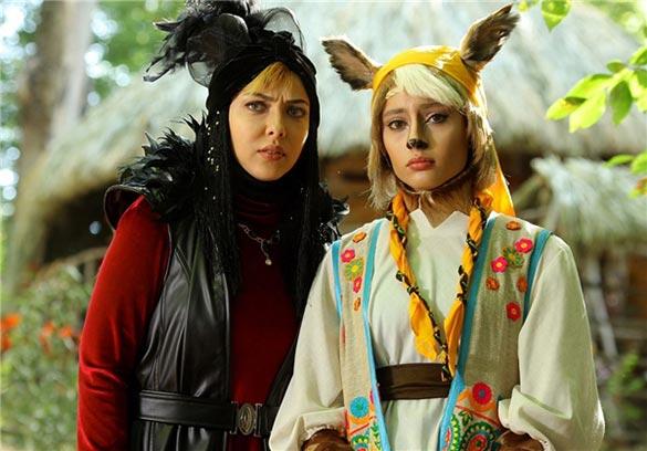 ترلان پروانه و لیلا اوتادی در نمایی از فیلم سینمایی