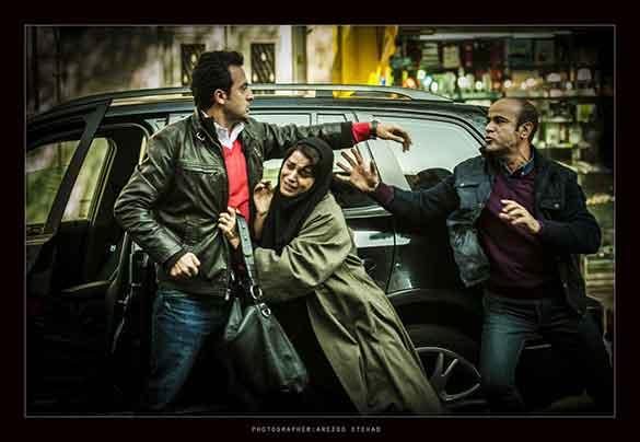 مصطفی زمانی، غزل شاکری و سعید چنگیزیان در نمایی از فیلم سینمایی
