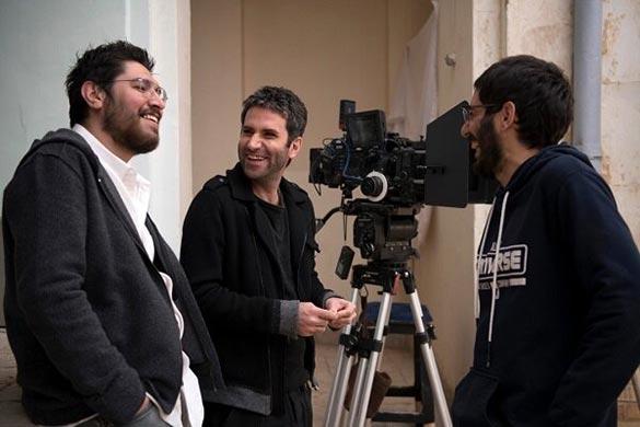 سهیل بیرقی و هوتن شکیبا در پشت صحنه فیلم سینمایی «عامه پسند»