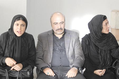 سوگل قلاتیان، رضا عطاران و آزاده صمدی در نمایی از فیلم