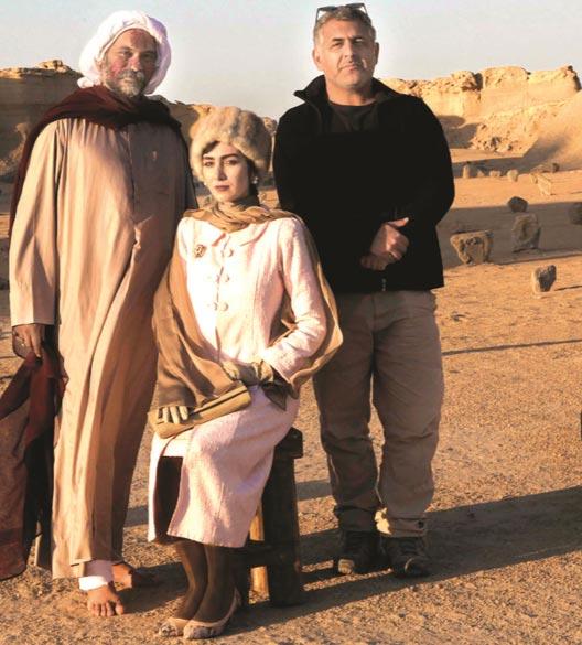مانی حقیقی، کیانا تجمل و نادر فلاح در فیلم سینمایی «اژدها وارد می شود» به کارگردانی مانی حقیقی