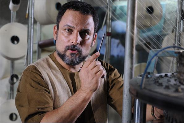 حسین یاری در نمایی از فیلم